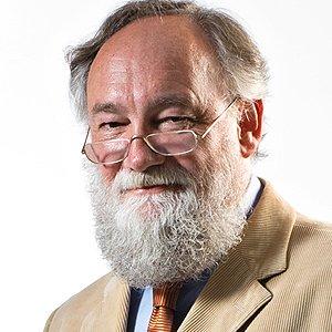 Prof. Peter Kruse war ein deutscher Psychologe und lehrte als Honorarprofessor für Allgemeine und Organisationspsychologie an der Universität Bremen